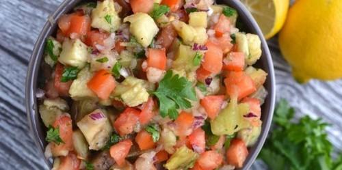Салат с помидорами. Салат с помидорами и запечёнными баклажанами