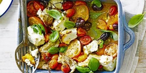 Салат с помидорами. Тёплый салат с помидорами, оливками и фетой