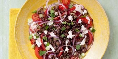 Салат с помидорами. Салат с помидорами, огурцами и говядиной