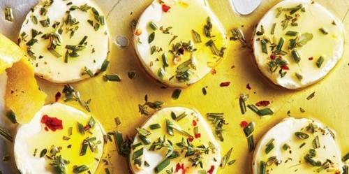 Закуски к вину. Маринованный козий сыр