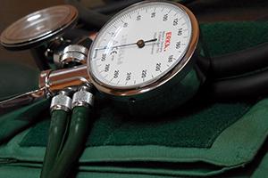 8 основных симптомов повышенного давления у женщин и мужчин