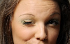 8 причин нервного тика глаза.