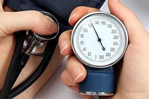 Что показывает верхнее и нижнее артериальное давление и что значат отклонения их значений?