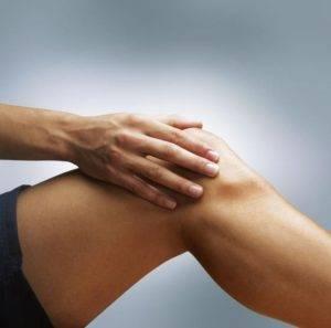 Растирание коленной чашечки является подготовительным процессом перед упражнениями
