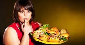 Стоит ограничить употребление соли, алкоголя, а также острой, жареной, сладкой и жирной пищи