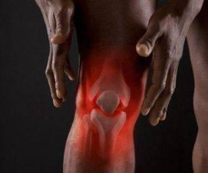 Артрит коленного сустава может развиваться в результате наследственной предрасположенности