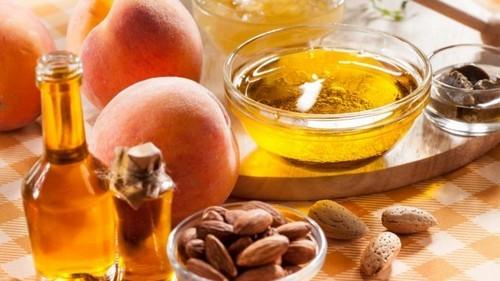 Приготовление масляной смеси и эфирные масла для ароматерапии при массаже