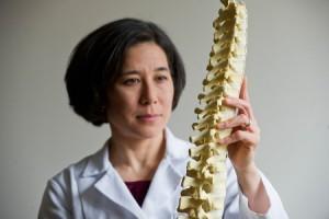 Симптомы и лечение синдрома прямой спины
