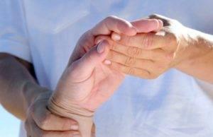 С псориазом необходимо регулярно проходить диагностику
