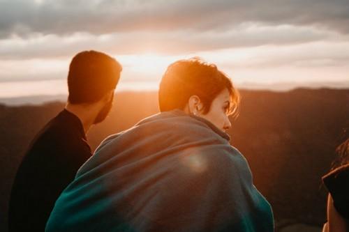 Синдром самозванца у мужчин и женщин проявляется по-разному