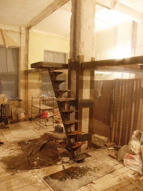 Удобная антресоль: делаем второй этаж в доме с высокими потолками