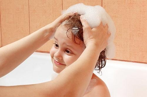 Выбор шампуня для детей, от перхоти