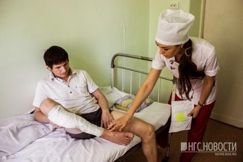 Сибиряк два месяца лежит в больнице после злополучного дня, когда он решил пилить дрова