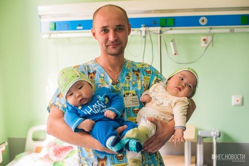 Операцию провёл Василий Данилин. Они родились 23 марта, а 2 августа их уже прооперировали