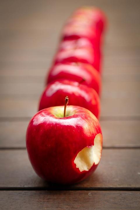 яблоки содержат полезные микроэлементы