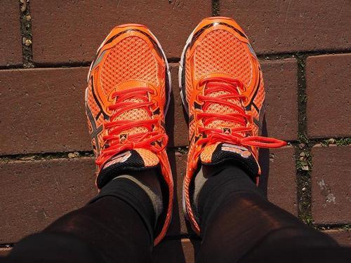 купите специальные беговые кроссовки