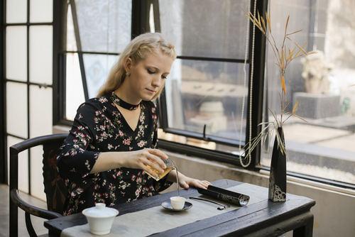 Правильно проведенная чайная церемония сродни медитации
