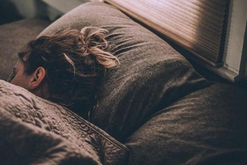 откажитесь от разговоров с подругами перед сном