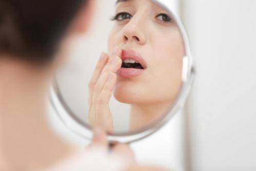Вопрос: что можно и чего нельзя делать при простуде на губах?. Изображение номер 4