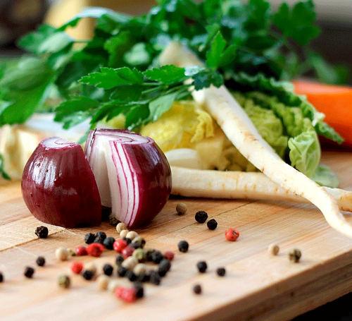 Добавьте в рацион красный перец, чеснок, петрушку, свеклу, кинзу