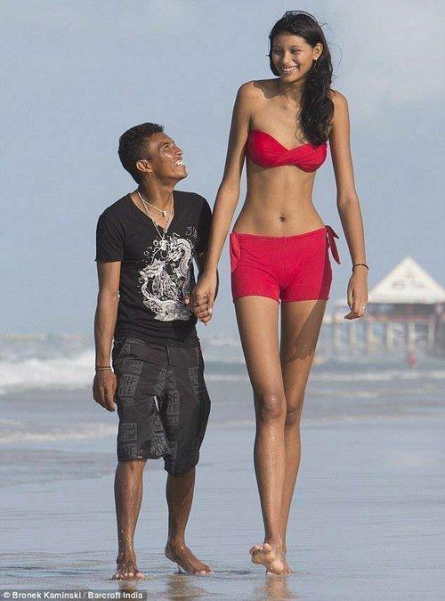 15. Самая высокая девушка мира – Элисани да Крус Сильва. Ее рост составляет 2 метра 6 сантиметров Витилиго, альбиносы, афроамериканцы, генетика, гетерохромия, красота, мутация