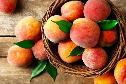 кому нельзя есть персик