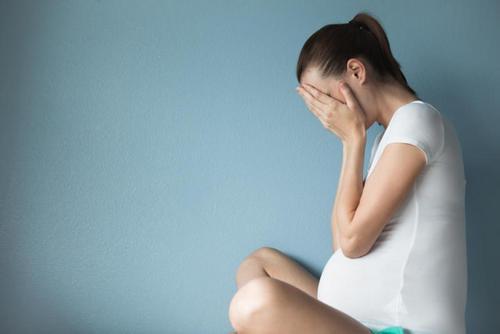 Крики на беременную женщину могут спровоцировать проблемы со слухом у новорождённого. Изображение номер 2