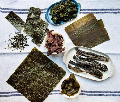 Лучший продукт для мощной детоксикации организма – морская капуста. Ламинария содержит альгиновую кислоту, обладающую способностью связывать и выводить из организма тяжелые металлы и радиоактивные вещества, не нарушая флору кишечника