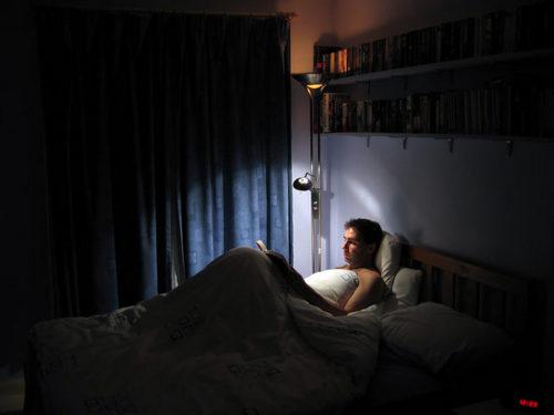 Миф: от чтения в темноте портится зрение. Изображение номер 2