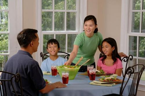 Семейные застолья придают уверенности