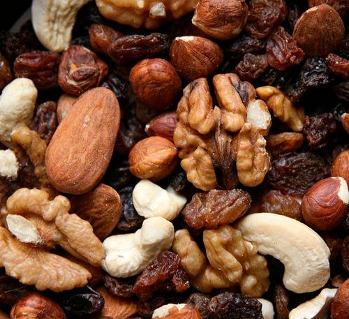 Элементы, содержащиеся в орехах, крайне важны для формирования молодого организма