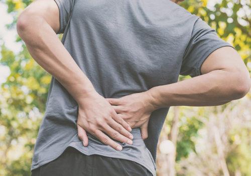 Сильно болит спина: что делать и когда идти к врачу. Изображение номер 1