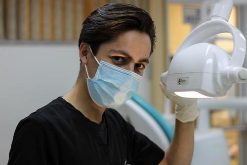 стоматолог должен заботиться сперва о здоровье пациента, а затем о внешности