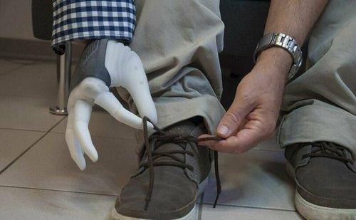 Ученые впервые подключили протез руки напрямую к нервам человека в мире, люди, наука, нервы, протез, ученые