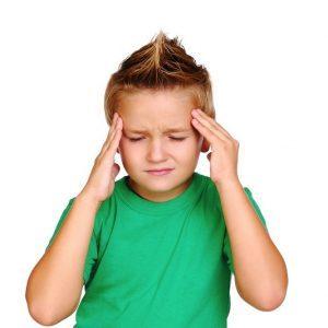 Болит голова у ребенка: причины, что делать
