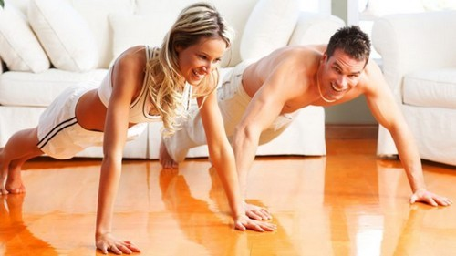 Фитнес дома или в спортивном зале. За и против