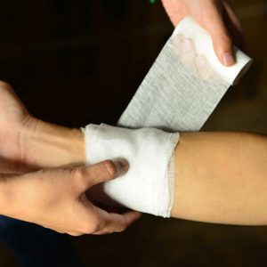 Как накладывать повязку на рану ребенку: перевязка ран у ребенка