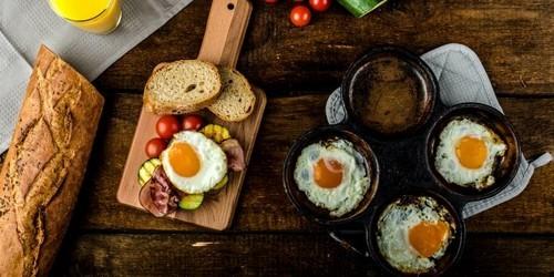 Как приготовить яйца в духовке разнообразят завтрак