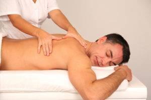 Польза, вред и противопоказания массажа спины
