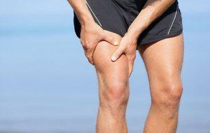 Причины появления и лечение тянущих болей в ногах