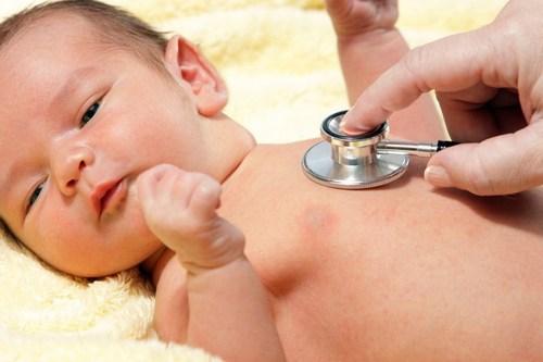 Как проявляется желтуха у младенца и каковы ее причины