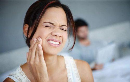 Боль из уха, отдает в челюсть, причина